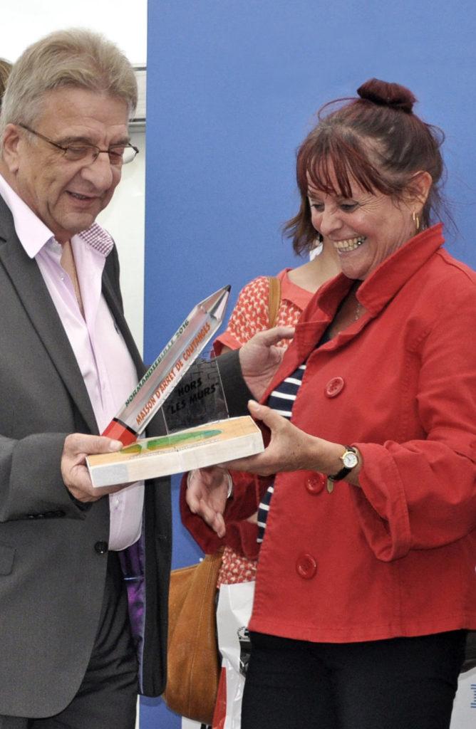 Catherine Langlois reçoit le prix Hors les murs en 2016 pour Alcoolique de Dean Haspiel et Jonathan Ames